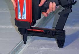 Alquiler de pistola clavadora a gas maquinas y maquinas for Maquina acuchillar parquet alquiler