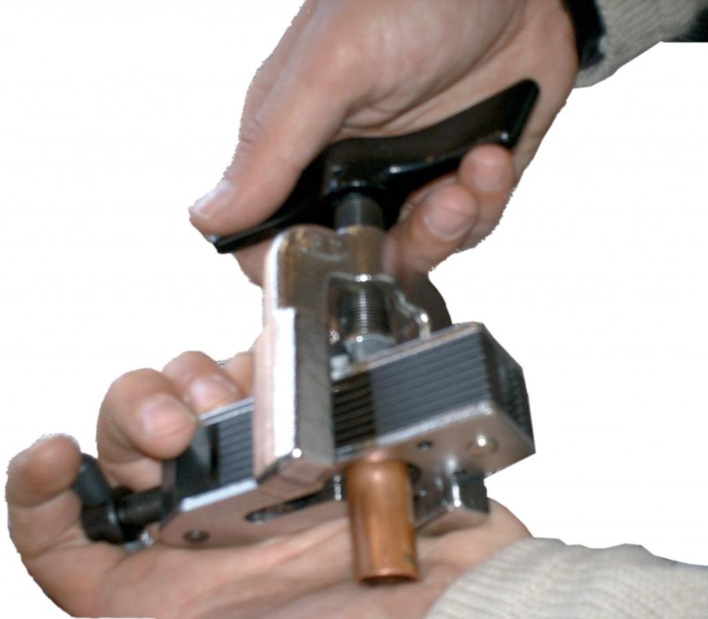 Alquiler de kit abocador y cortatubos para tubo de cobre for Maquina acuchillar parquet alquiler